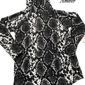 LulaRoe Amber Snakeskin size M NWT Soft Sweater